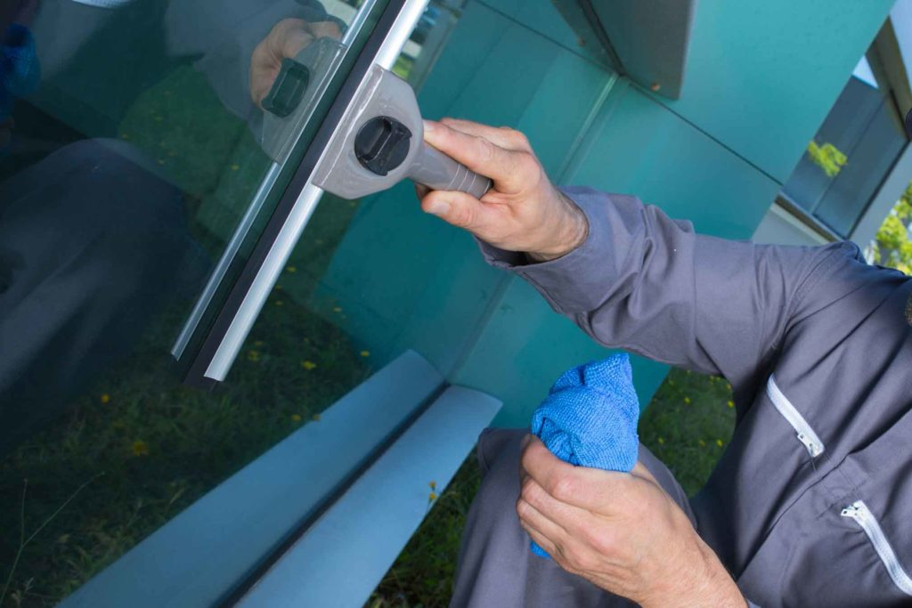 Window cleaning south auckland franklin pukekohe - Exterior window cleaning services ...